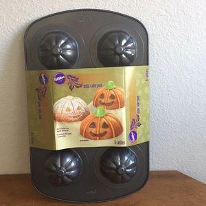 NWT Wilton Mini Pumpkin Non-stick Cake Baking Pan